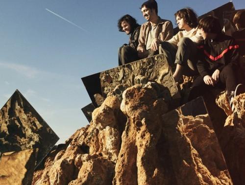 スペインから飛び出した世界的人気を博す浮遊系ダンス・ロック・バンド、デロレアン (c)Listen Japan