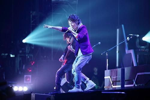 『LAST tour 2010』のファイナルを迎えたUVERworld (c)Listen Japan