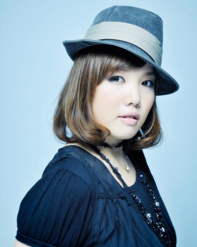 実力派シンガー・maoが、待望の1stアルバムをリリース (c)ListenJapan