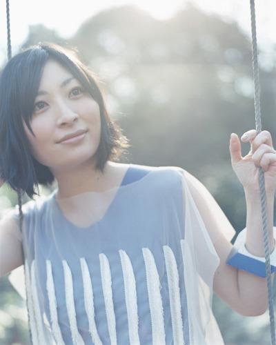 デビュー15周年を迎え、記念イヤーを精力的に活動する坂本真綾 (c)ListenJapan