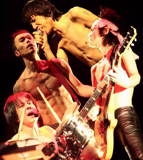 ザ・クロマニヨンズが2010年第一弾シングルを発売 (c)Listen Japan