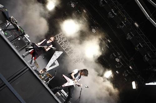 8月1日フジロック10、グリーンステージに出演したブンブンサテライツ (c)Listen Japan