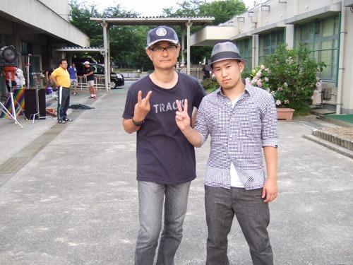 SunyaのPVを手掛けた堤幸彦監督(写真左)と (c)Listen Japan