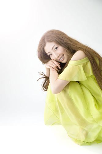 デビュー・シングルの続編となる新曲を発表したTiara (c)Listen Japan
