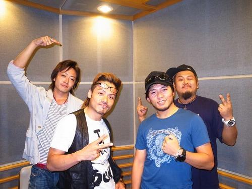 CLIFF EDGEとソロアルピニストの栗城史多さん(写真右から2番目) (c)Listen Japan