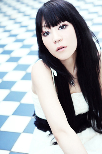 待望のソロ2ndシングル「流星のビヴロスト」をリリースしたnao (c)ListenJapan