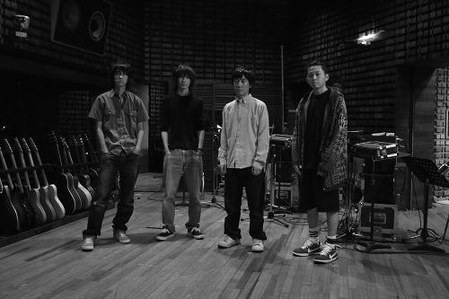 デビュー10周年に向け、リリースラッシュが続くBUMP OF CHICKEN (c)Listen Japan