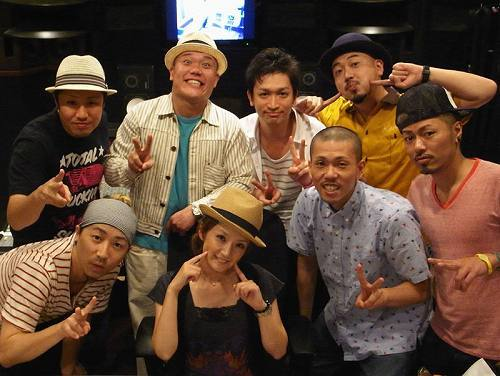 千秋とのコラボ曲「はじまりの言葉 feat. 千秋」をリリースするET-KING (c)Listen Japan