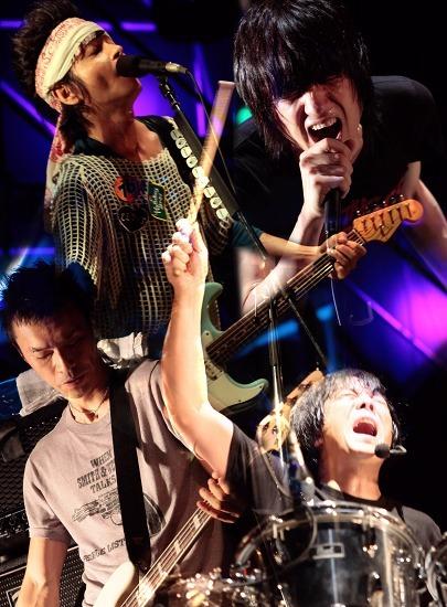 5ヶ月にも及ぶ全国ツアー日程を発表したザ・クロマニヨンズ (c)Listen Japan