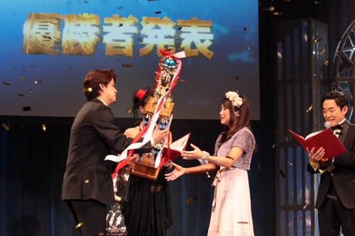 優勝を果たした河野万里奈さん、授賞式の模様 (c)ListenJapan