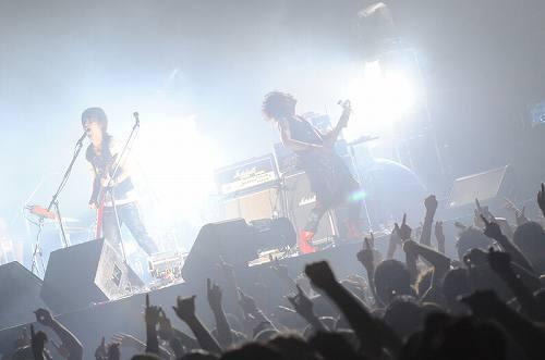 五大都市を巡るツアーを終了したブンブンサテライツ (c)Listen Japan