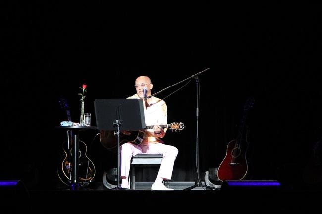 松山千春、デビュー40周年記念弾き語りライブにてこれからも歌い続ける事を宣言