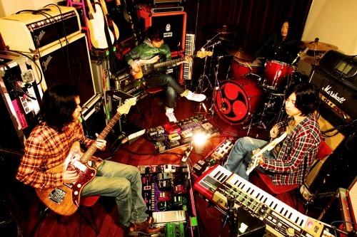 2011年の活動を発表したストレイテナー (c)Listen Japan
