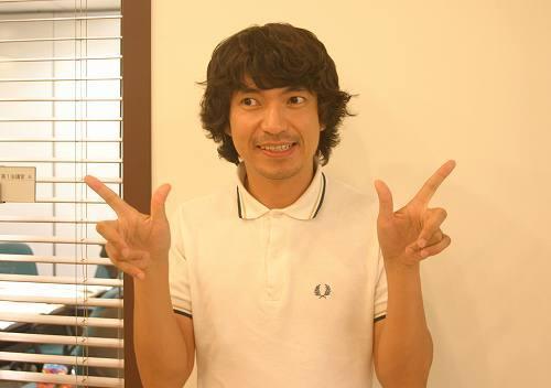新曲『HAPPY END OF THE WORLD』を配信リリースしたばかりのふかわりょう (c)Listen Japan