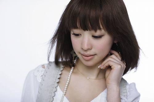 着うたなどで好調な「気づいてよ… I Love You」を歌うLily. (c)Listen Japan