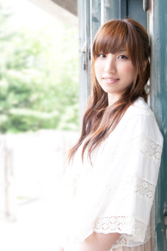 8月のアルバムを皮切りに、精力的にリリースを行っている吉岡亜衣加 (c)ListenJapan