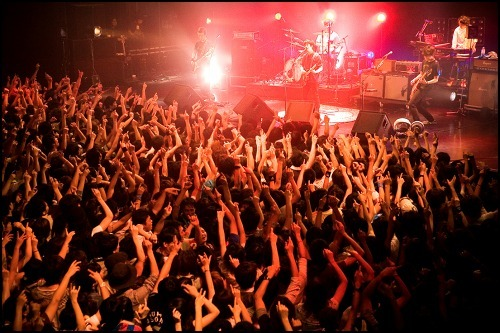 ASIAN KUNG-FU GENERATION TOUR 2010-2011「VIBRATION OF THE MUSIC」より (c)Listen Japan