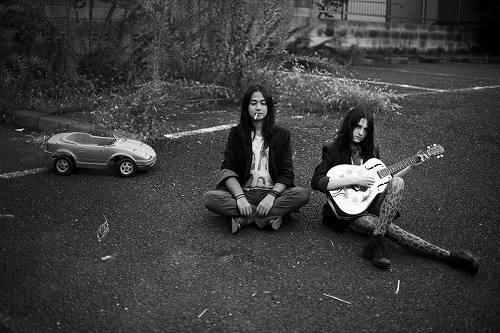 ひらまみきおとエミリーのオルタナティブロックデュオ、oh sunshine (c)Listen Japan