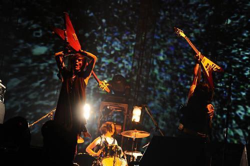 来年2月にライヴCD+DVDを発売するブンブンサテライツ (c)Listen Japan