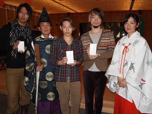 赤城神社で「失恋ご祈祷イベント」を開催したソナーポケット (c)Listen Japan