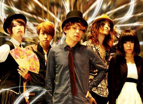 札幌のテクノロックバンド、ナナイロマン (c)Listen Japan