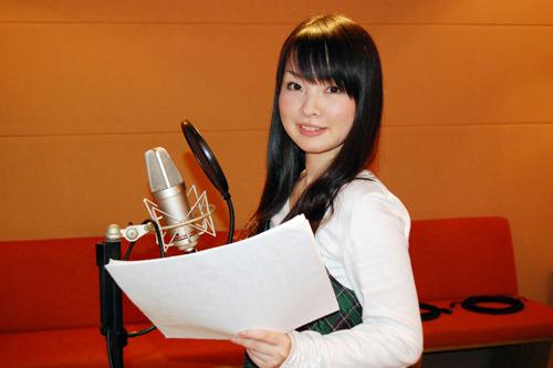 コメントを寄せて頂いた伊藤かな恵さんのアフレコ風景 (c)ListenJapan