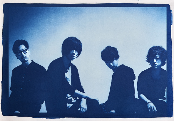 androp(左からbass 前田恭介 vocal&guitar 内澤崇仁 guitar&keyboard 佐藤拓也 drums 伊藤彬彦) (okmusic UP's)