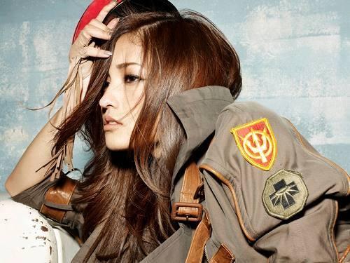 1stフルアルバム『MAGAZINE』をリリースする黒木メイサ (c)Listen Japan
