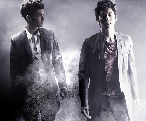 新曲「Why? (Keep Your Head Down)」を発表した東方神起 (c)Listen Japan