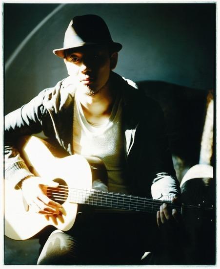 2010年メジャーデビューのシンガーソングライター、Rake(レイク) (c)Listen Japan