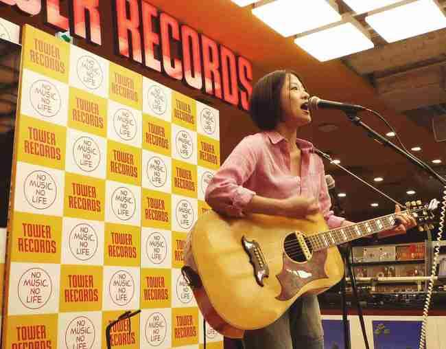 見田村千晴、インストアライブツアースタート&「ギター女子」企画ライブにて山崎あおいらと対バン決定