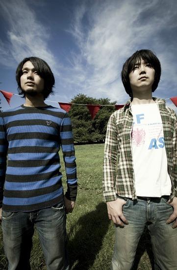 カミナリグモの上野啓示と成瀬篤志 (c)Listen Japan