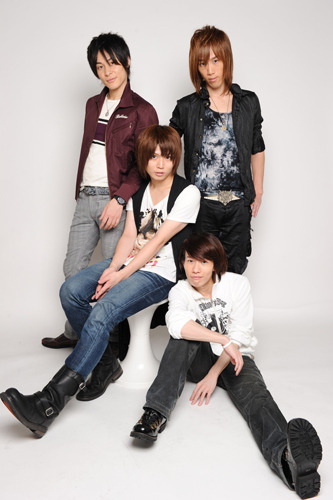 "声優×俳優のユニットとなる""TH・IA(ディア)""の4人 (C)2010 PICKUP Co,Ltd. all rights reserved (c)ListenJapan"