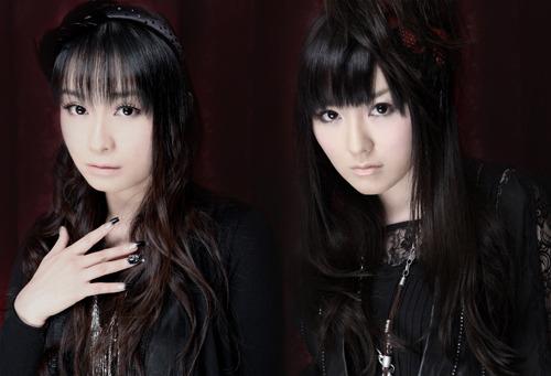 2ndシングル発売記念イベントを開催するARTERY VEIN(左:今井麻美、右:喜多村英梨) (c)ListenJapan