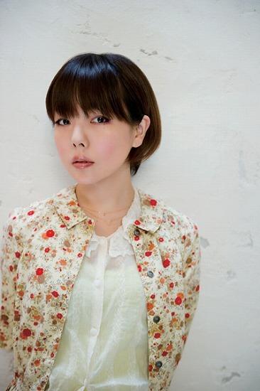 ニューシングルのジャケットを公開したaiko (c)Listen Japan