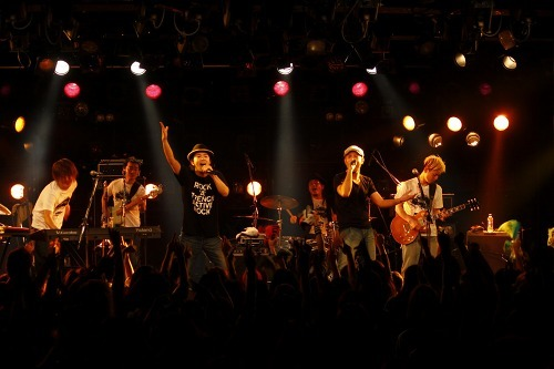 ROCK'A'TRENCHの対バンツアー「Active Rock vol.1」より (c)Listen Japan