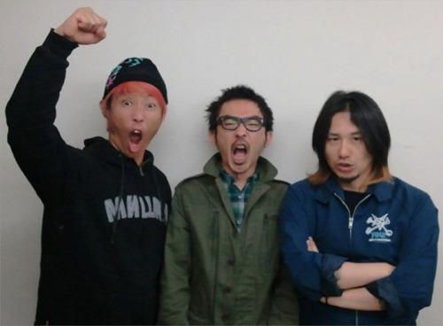 「9.18 ハイスタンダード AIR JAM届け!!!」とTwitterアカウントで同時に投稿したHi-STANDARD (c)Listen Japan