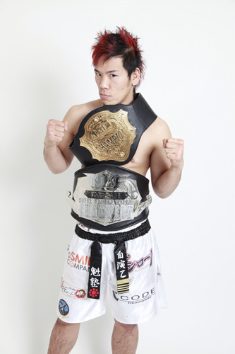 ブシロードレスリングでプロレスデビューを飾る、2010年 K-1WORLD MAX日本王者・長島☆自演乙☆雄一郎選手 (c)ListenJapan