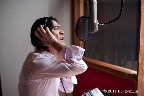 ニュース番組のテーマ曲で14年ぶりに単独で作詞を手掛けた氷室京介 (c)Listen Japan