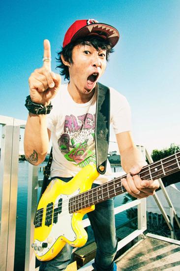 パンクロック全開な新作を7月にリリースする難波章浩 (c)Listen Japan