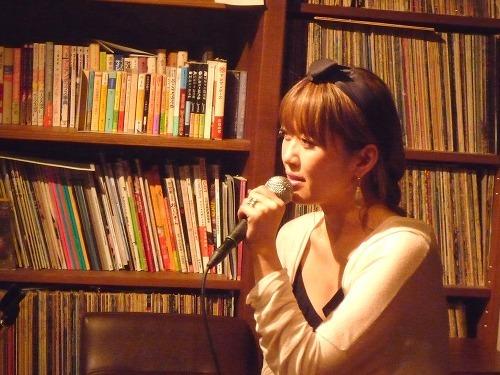新作先行試聴イベントを開催した坂本美雨 (c)Listen Japan