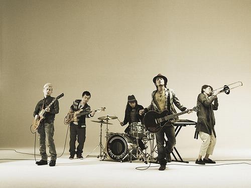 ドラマのオープニングテーマ「光射す方へ」をリリースするROCK'A'TRENCH (c)Listen Japan