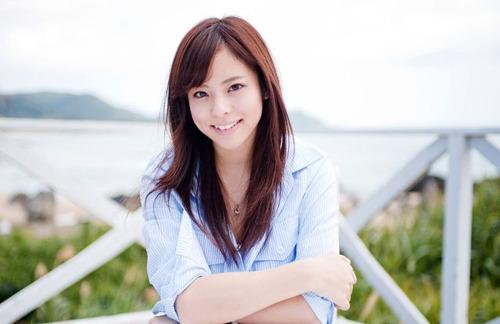 4月リリースの「夢ノート」に続き、2ヶ月連続シングルリリースとなる「真夏のフォトグラフ」を発売するazusa (c)ListenJapan