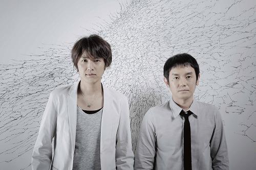 自身初のシューティングライヴを開催するゆず (c)Listen Japan