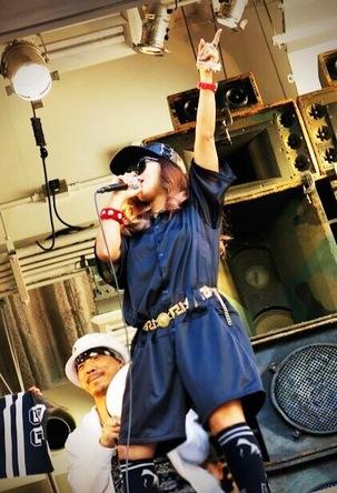 MINMIが心斎橋アメ村三角公園でサプライズライブを敢行 (okmusic UP\'s)