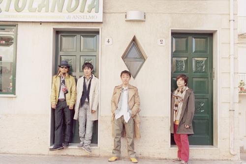 全国ツアー2公演の延期を発表したスピッツ (c)Listen Japan