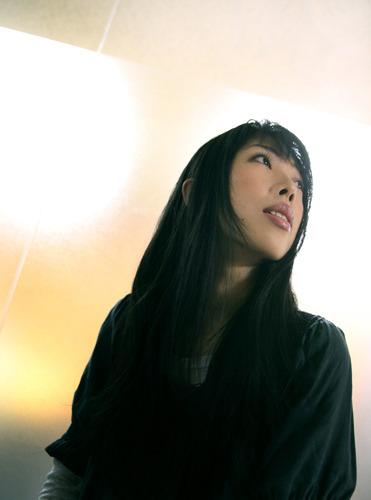 """4月にはTVアニメ版「STEINS;GATE」OPテーマシングルをリリースしたばかりの""""いとうかなこ"""" (c)ListenJapan"""