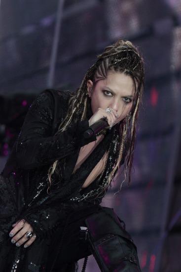 20周年ライヴ2Daysでヒット曲の数々を披露したL'Arc〜en〜Cielのhyde(Vo.) (c)Listen Japan
