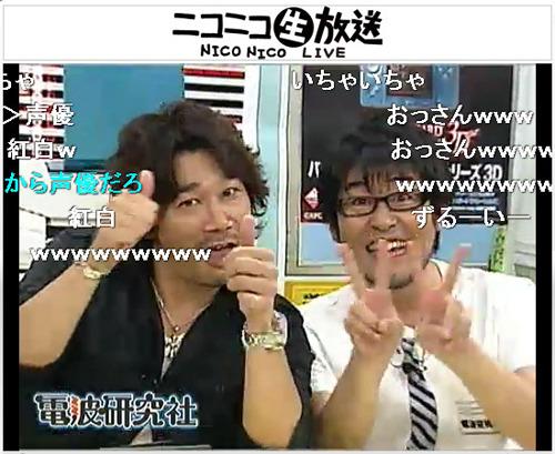 MCの鷲崎と一緒になって「いやらしい!」とノリノリのカプコンの名物宣伝マン・萩原氏 (c)ListenJapan