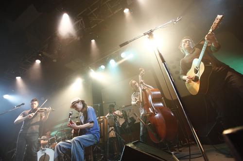『New Acoustic Camp 2011』のプレイベントを行ったOAU (c)Listen Japan